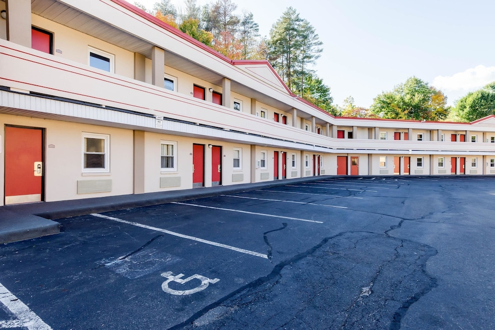 Exterior, Econo Lodge West Springfield Hwy 5