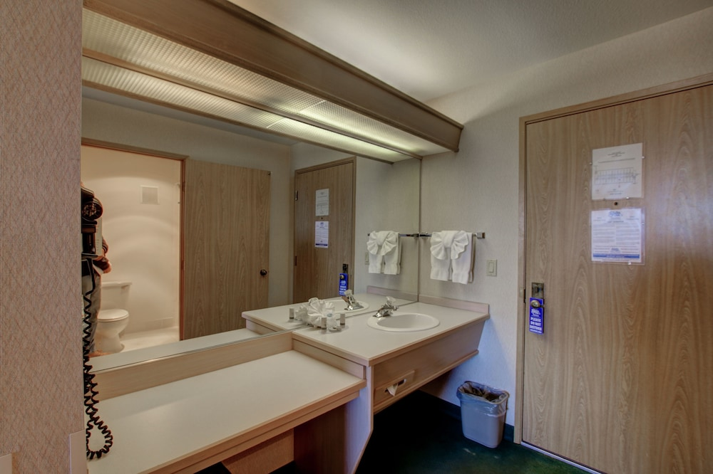 Bathroom, Shilo Inn Suites - Mammoth Lakes