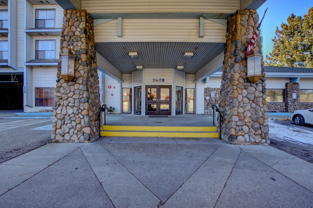 Front of Property, Shilo Inn Suites - Mammoth Lakes