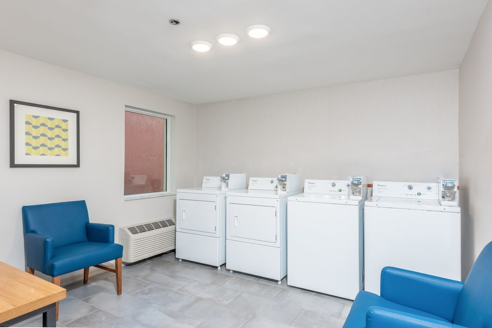 Laundry Room, Holiday Inn Express & Suites Bradenton West, an IHG Hotel
