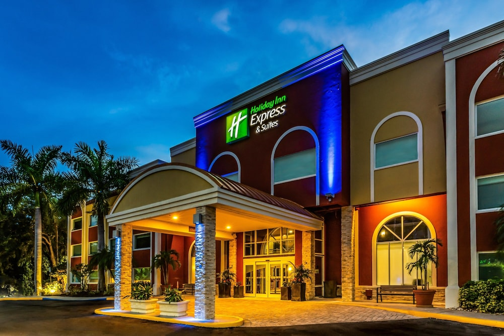 Exterior, Holiday Inn Express & Suites Bradenton West, an IHG Hotel