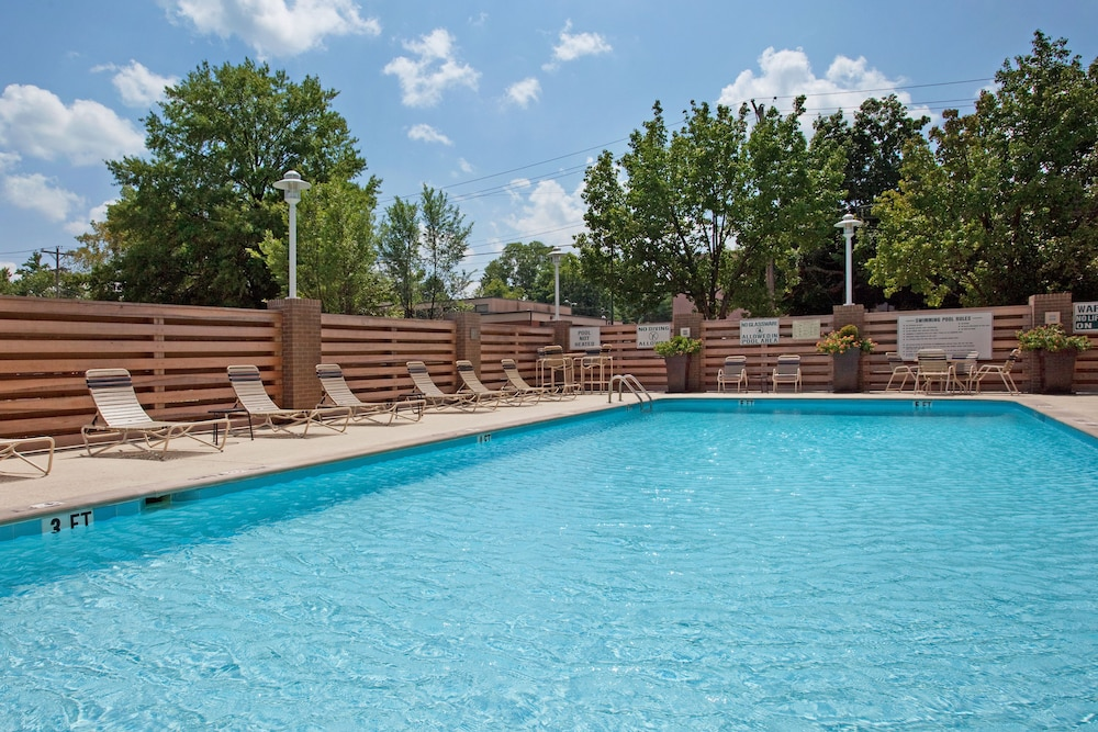 Outdoor Pool, Holiday Inn Nashville - Vanderbilt - Dwtn