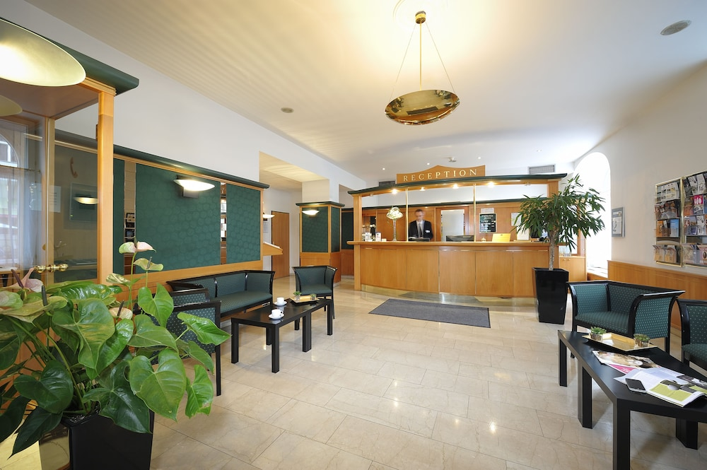 Best western city hotel moran in prague hotel rates for Prague city hotel