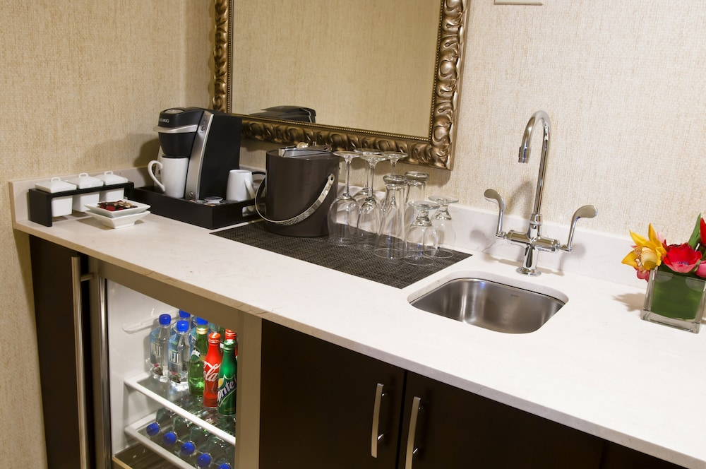 Private Kitchenette, Royal Sonesta Chicago Riverfront