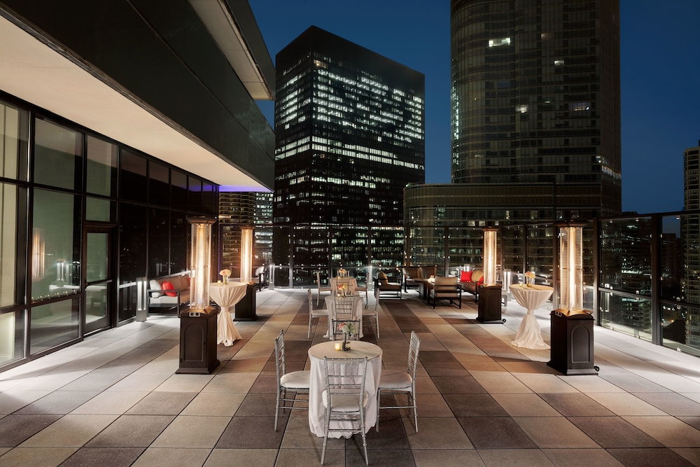 Front of Property - Evening/Night, Royal Sonesta Chicago Riverfront