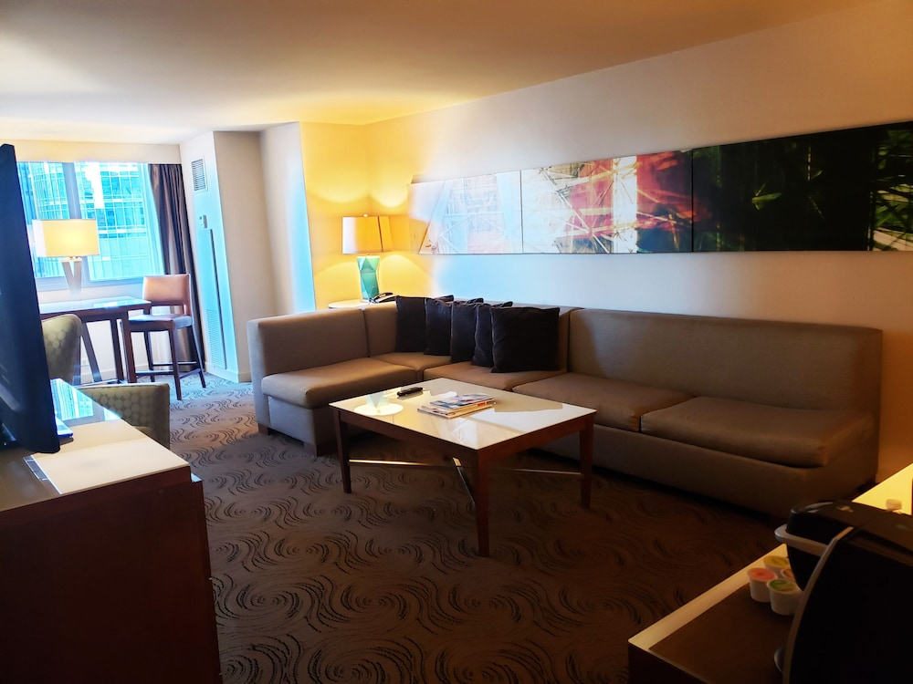 Living Room, Royal Sonesta Chicago Riverfront