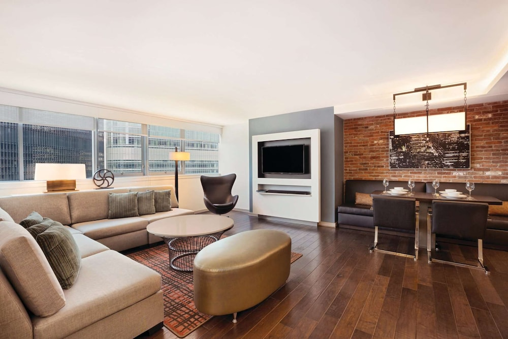 Living Area, Royal Sonesta Chicago Riverfront