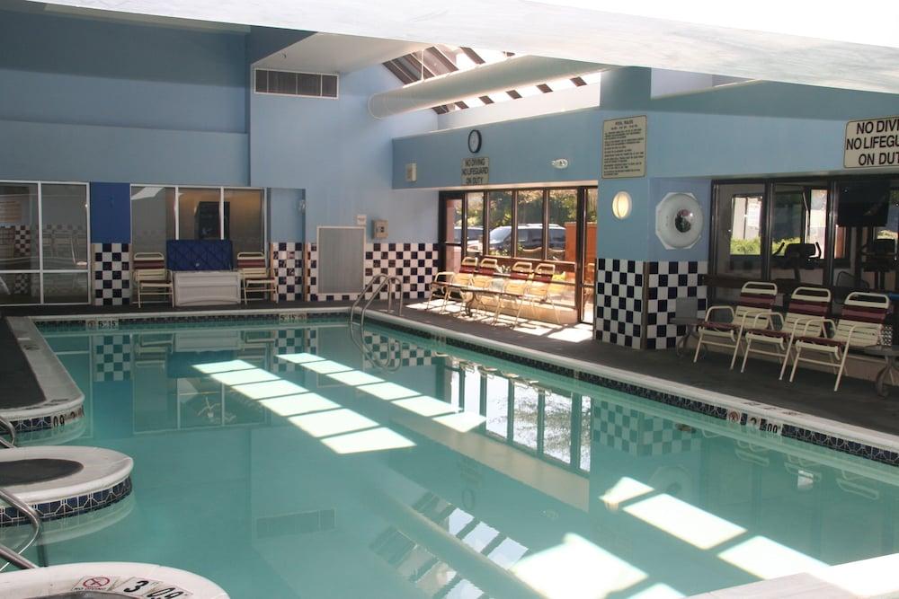 Book Crowne Plaza Philadelphia Bucks County Trevose Hotel Deals