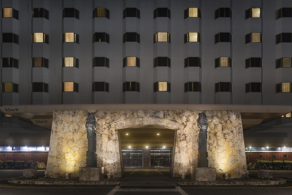 Property Entrance, DoubleTree by Hilton Hotel Naha Shuri Castle
