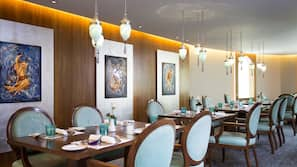 3 restaurants, breakfast, lunch, and dinner served, Chinese cuisine