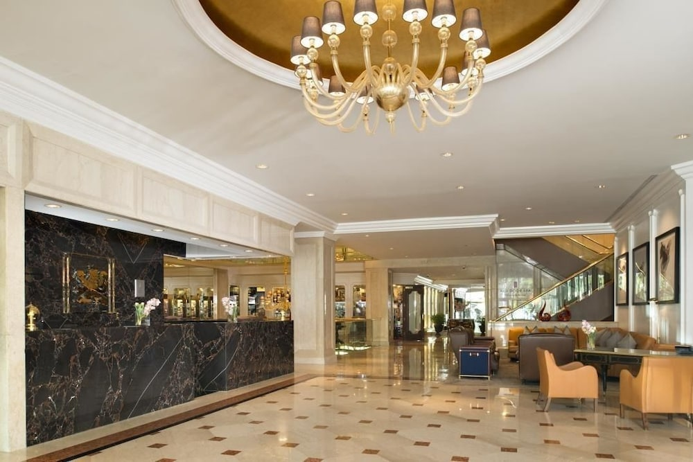 The Garden City Hotel 4 0 Out Of 5 Aerial View Featured Image Interior Entrance