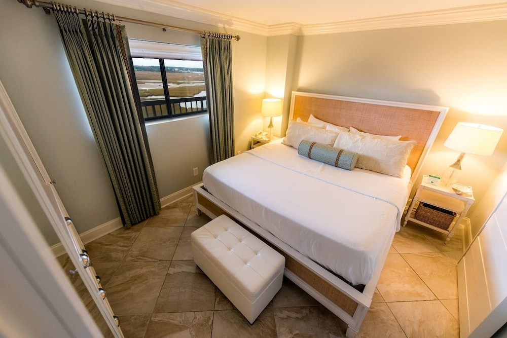 Room, Shell Island Resort - All Oceanfront Suites