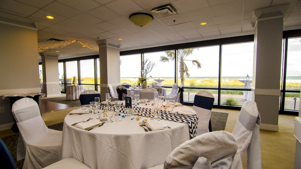 Restaurant, Shell Island Resort - All Oceanfront Suites