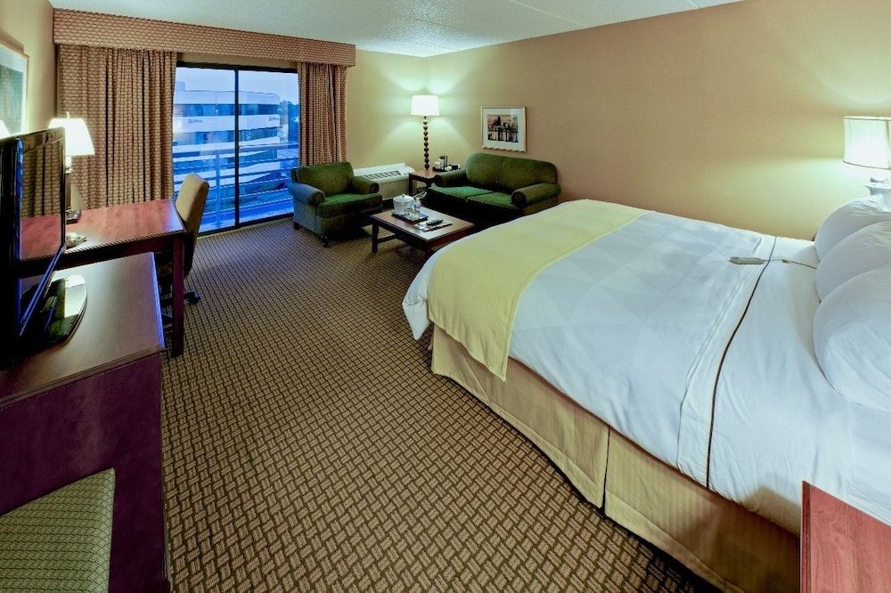 radisson hotel cleveland airport west 2019 room prices. Black Bedroom Furniture Sets. Home Design Ideas