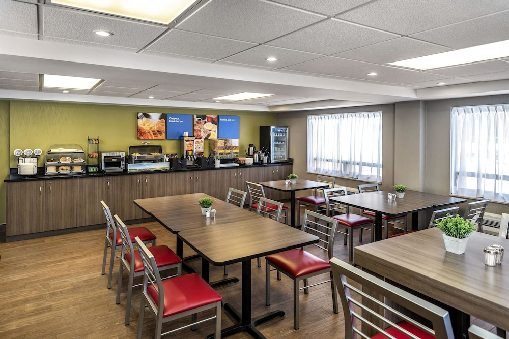 Breakfast Area, Comfort Inn Moncton East