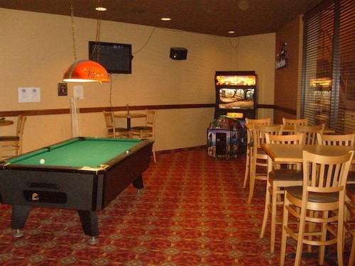 Billiards, Townhouse Hotel Grand Forks