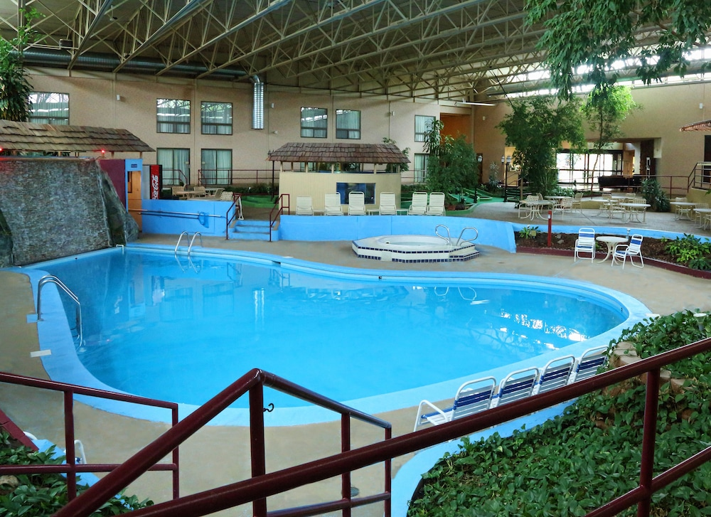 Indoor Pool, Townhouse Hotel Grand Forks