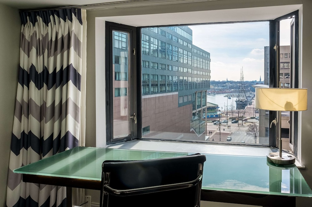 Room, Comfort Inn & Suites Baltimore Inner Harbor