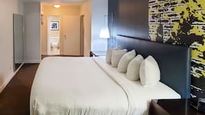1 bedroom, hypo-allergenic bedding, pillowtop beds, laptop workspace