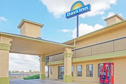 Great Place to stay Days Inn by Wyndham San Antonio Morgan's Wonderland / IH-35 N near San Antonio