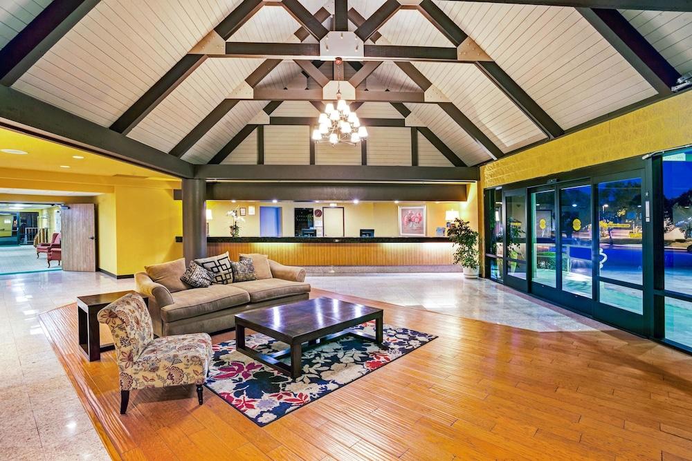 Days Inn & Suites by Wyndham Fullerton in Fullerton, CA