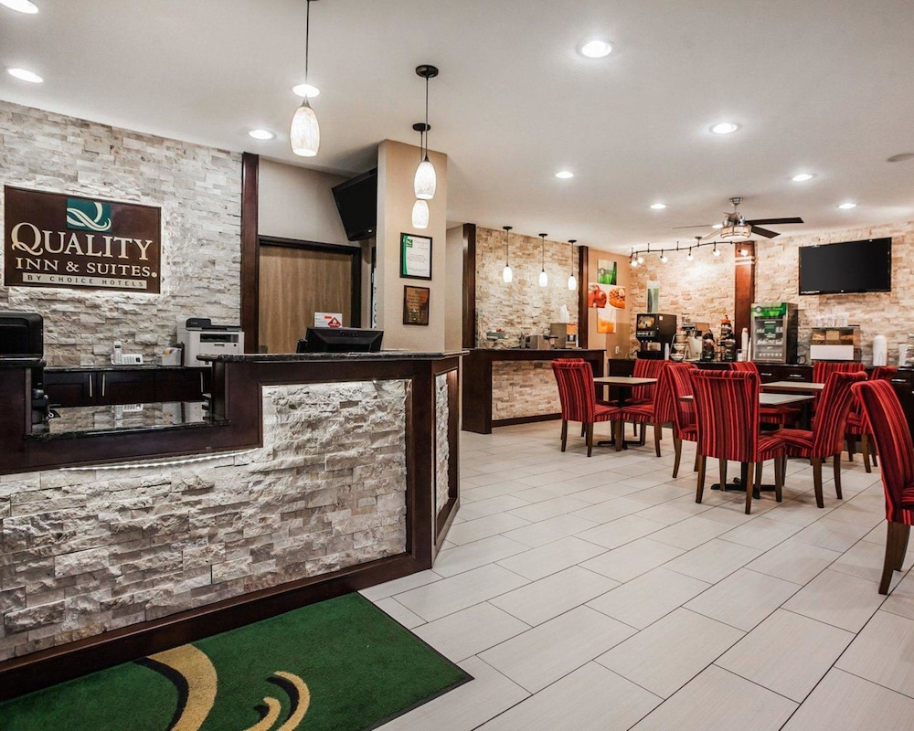 Lobby, Quality Inn & Suites Des Moines Airport