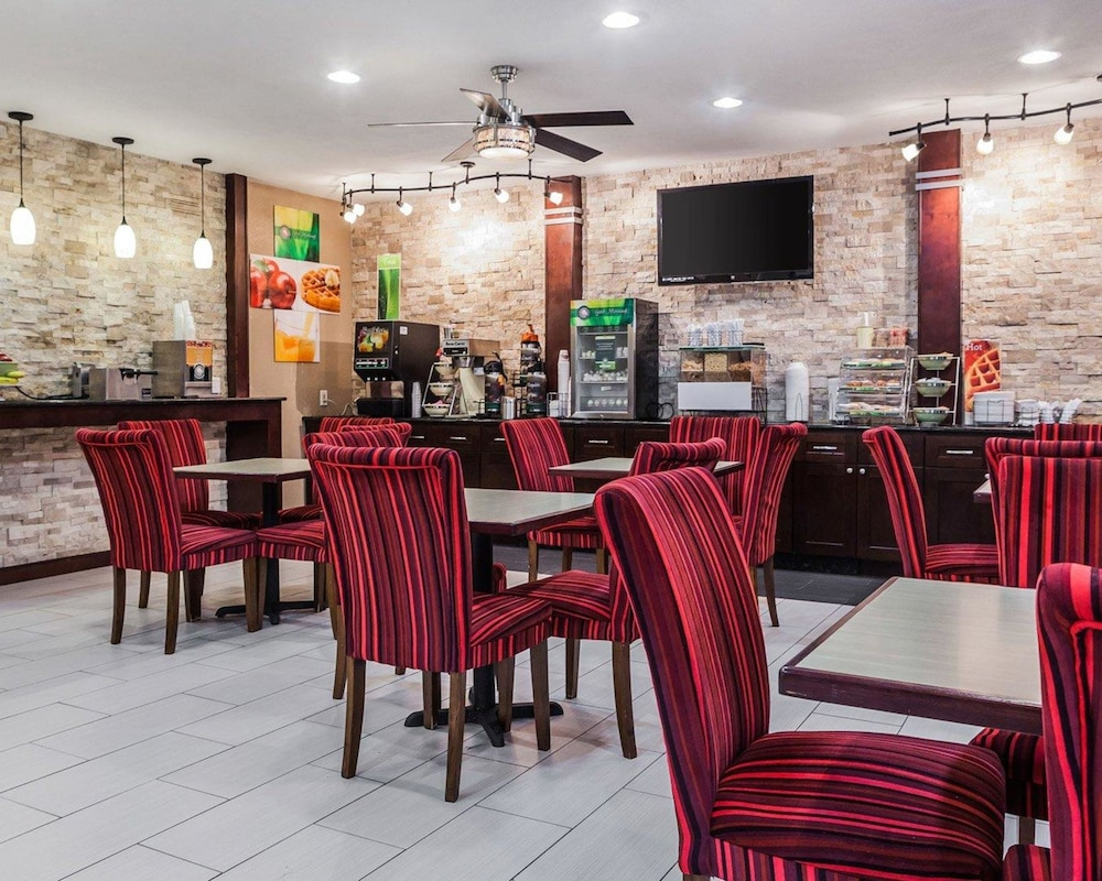 Dining, Quality Inn & Suites Des Moines Airport