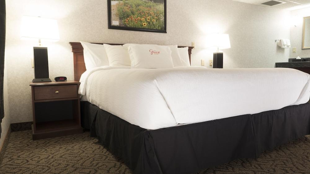 The Grand Hotel Minot