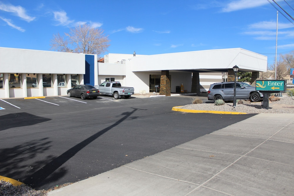 Front of Property, Quality Inn Santa Fe