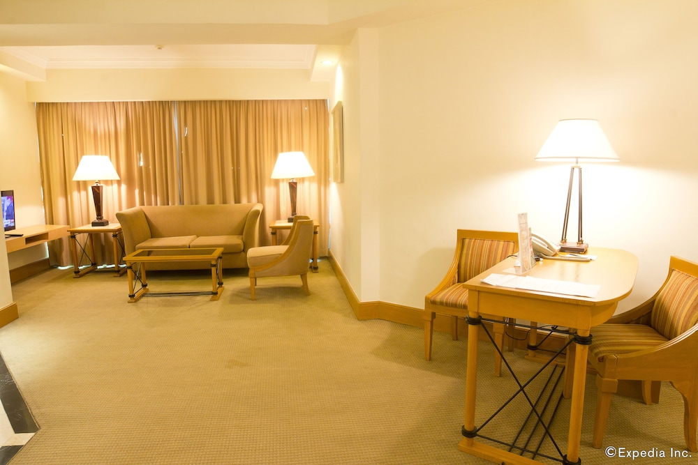 Living Area, The Heritage Hotel Manila