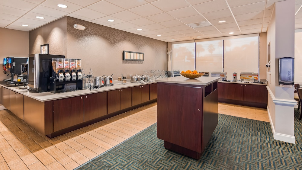 Breakfast buffet, Best Western Cocoa Beach Hotel & Suites
