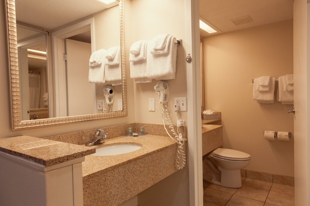 Bathroom, Best Western Cocoa Beach Hotel & Suites