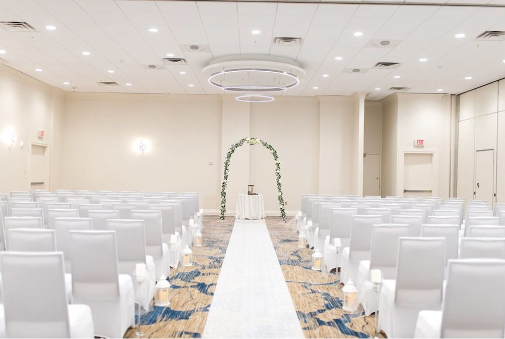 Indoor Wedding, Delta Hotels by Marriott Utica