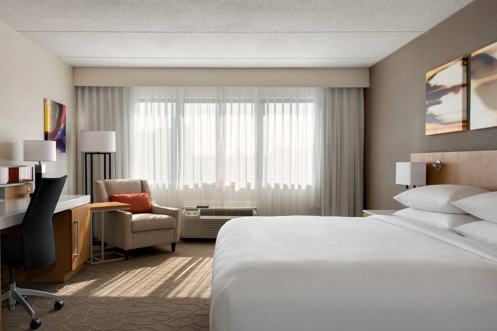 Room, Delta Hotels by Marriott Utica