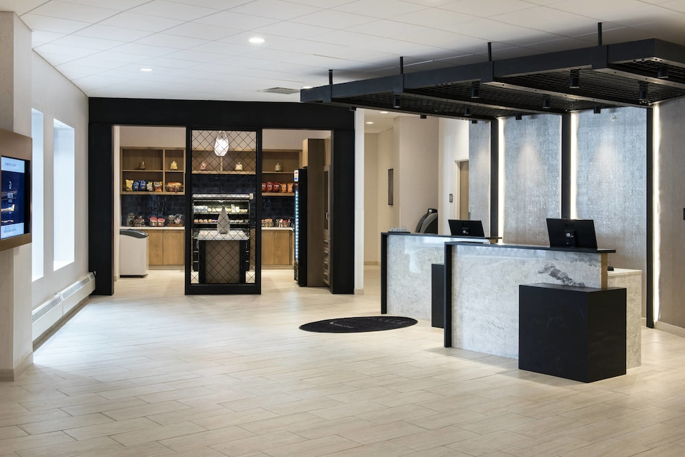 Lobby, Delta Hotels by Marriott Utica
