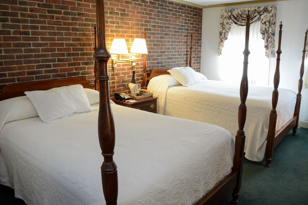 Room, Lamie's Inn and The Old Salt Restaurant