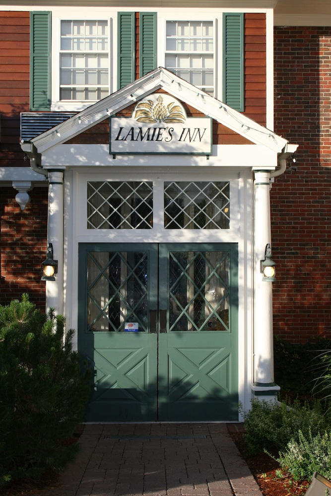 Property Entrance, Lamie's Inn and The Old Salt Restaurant