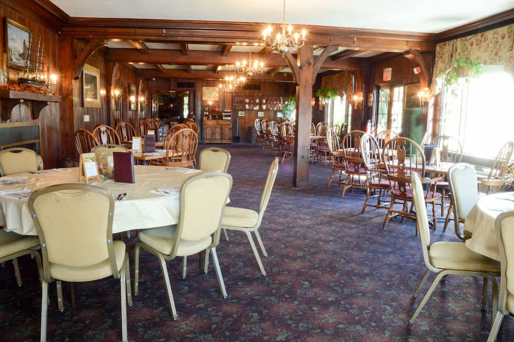 Dining, Lamie's Inn and The Old Salt Restaurant