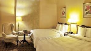 Premium-sengetøj, pengeskab, skrivebord, strygejern/strygebræt
