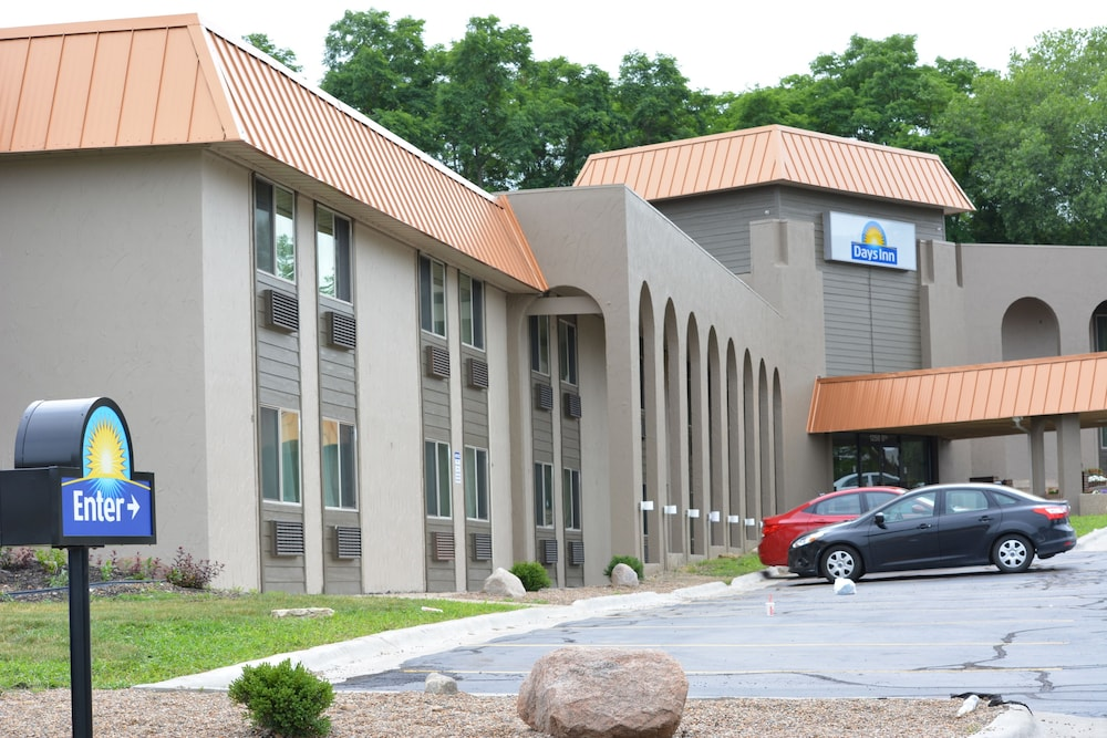 Property Grounds, Days Inn by Wyndham West Des Moines