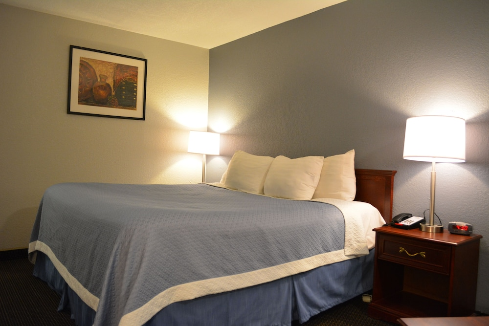 Room, Days Inn by Wyndham West Des Moines
