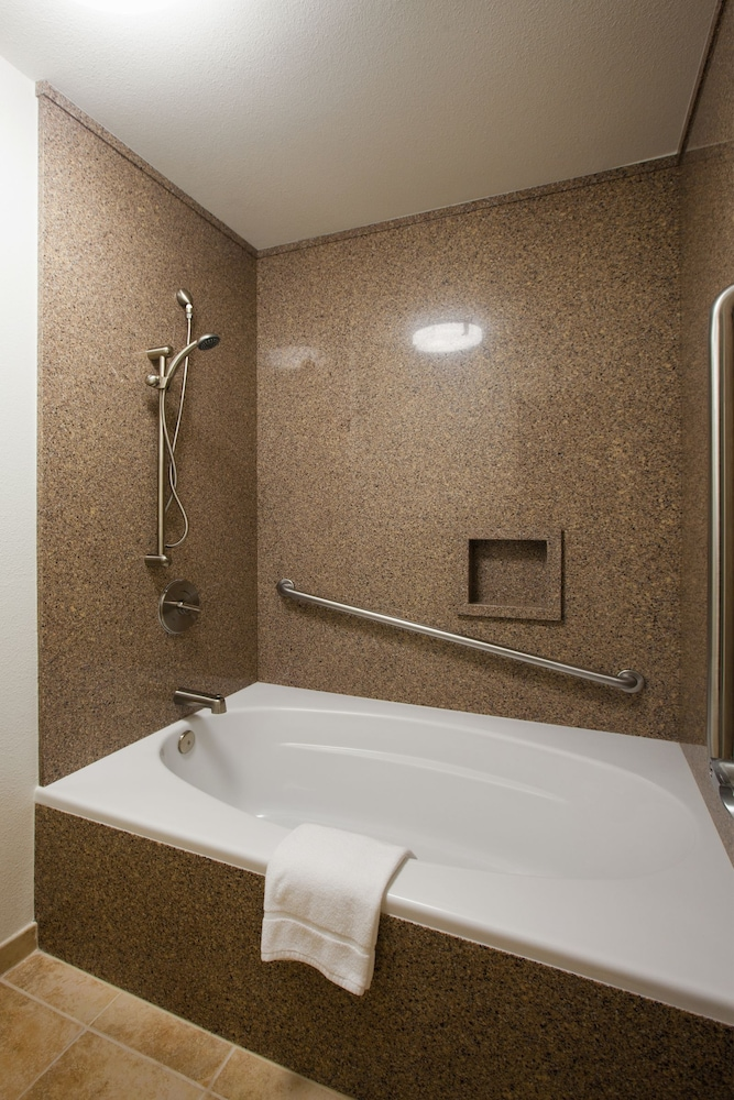 Deep Soaking Bathtub, Winners Circle Resort, a VRI resort