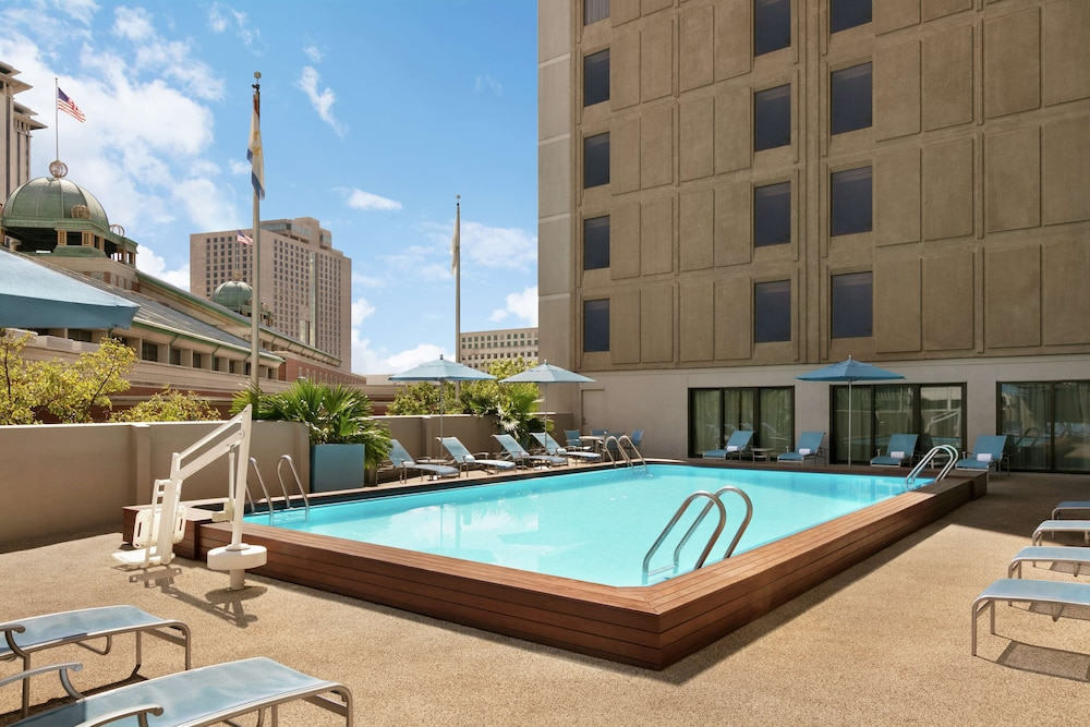 Pool, DoubleTree by Hilton New Orleans