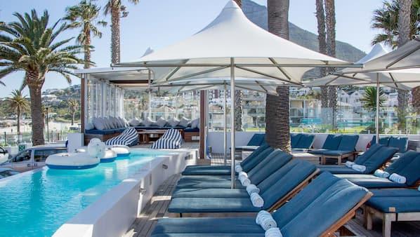 4 outdoor pools, free cabanas, sun loungers