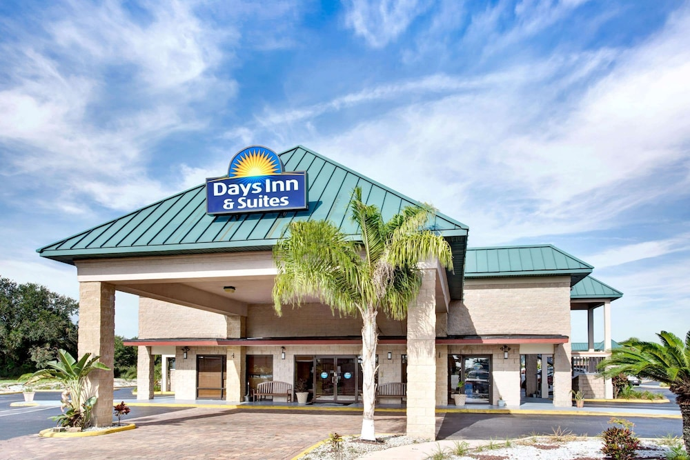 Featured Image, Days Inn & Suites by Wyndham Davenport