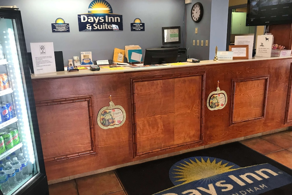 Reception, Days Inn & Suites by Wyndham Davenport