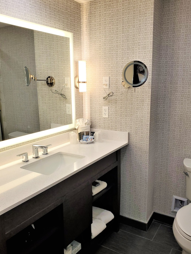 Bathroom, Clayton Plaza Hotel & Extended Stay