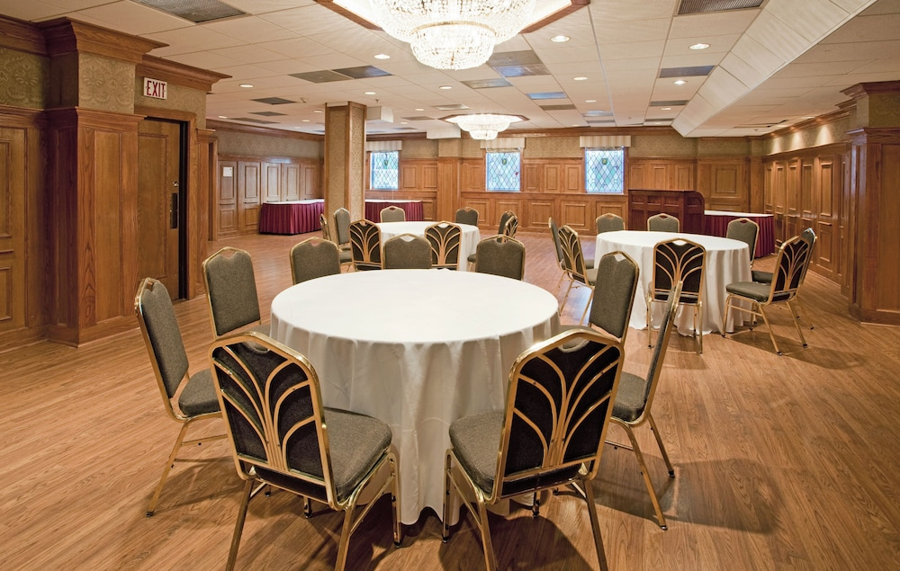 Banquet Hall, Clayton Plaza Hotel & Extended Stay