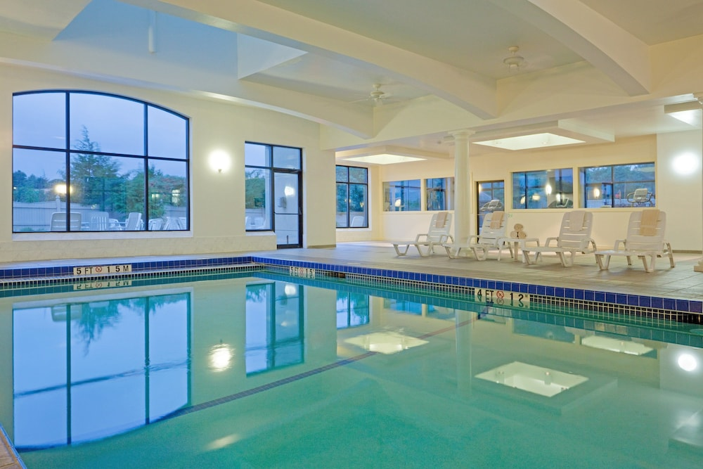 Pool, Holiday Inn Boston - Dedham Hotel & Conference Center