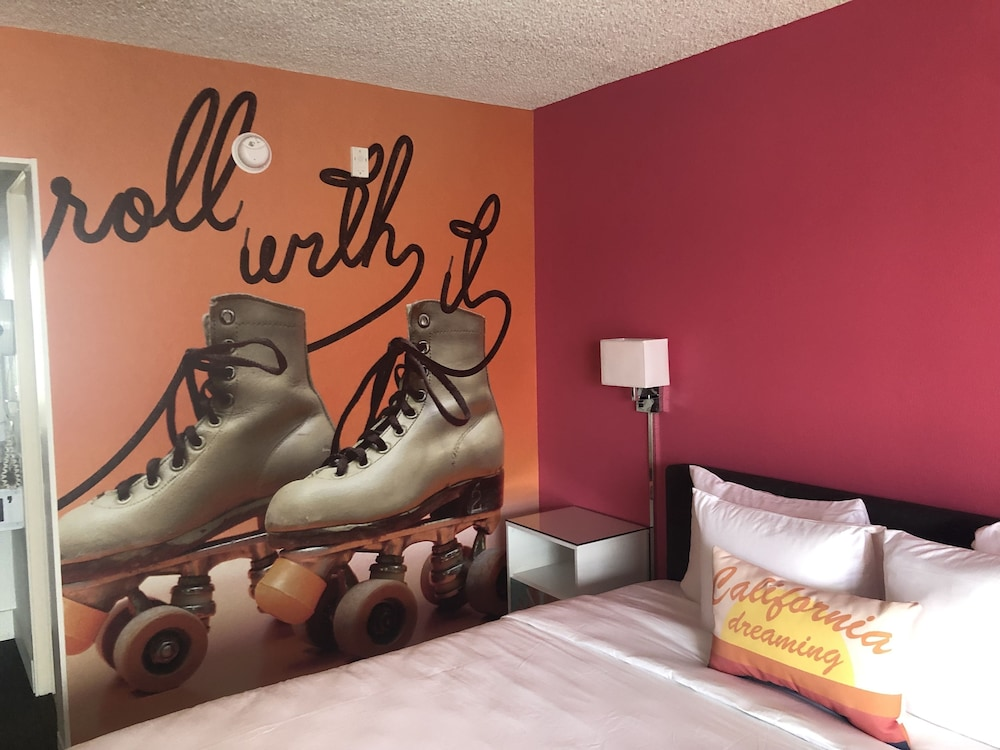 Room, The Rambler Motel